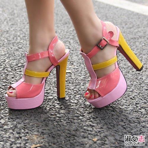 荧光色粗高跟鞋 你敢穿吗?洋气流行自信爆棚