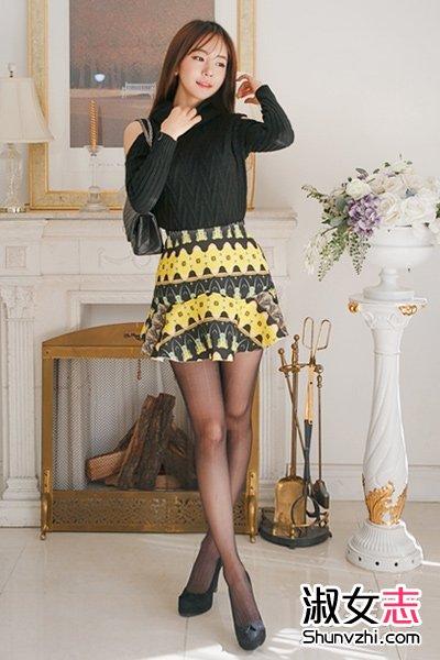 街拍韩国美女短裙配黑色丝袜穿法