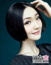 柔顺的短直发贴着脸颊两侧打造出别致的优雅范来,气质的中分发型设计