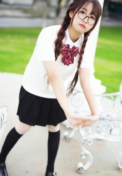 可爱少女制服写真图片 元气满满的清纯美貌很动人