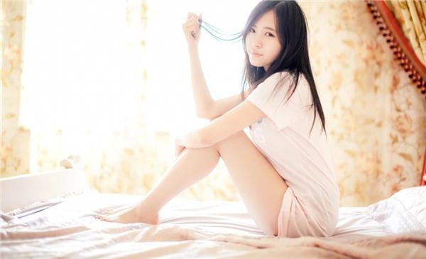 早安少女清纯写真图片  清晨初醒的慵懒迷人魅力