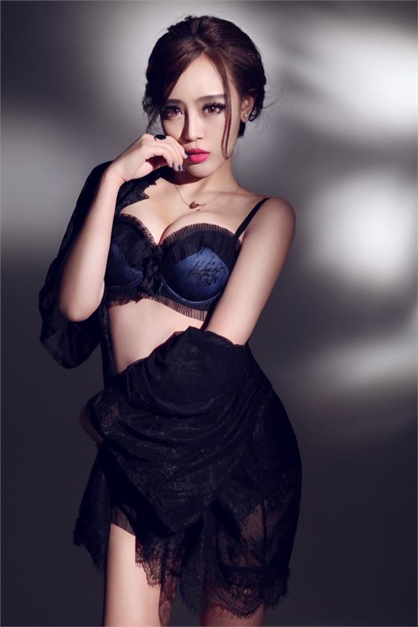 性感模特美女齐淑君深蓝内衣写真 高端大气显女人魅力