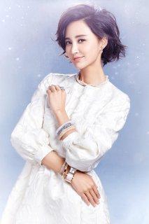张歆艺华美动人性感女王范写真