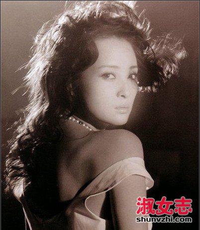 蒋勤勤旧照曝光:轻柔似水灵气动人蒋勤勤演过的电视剧 -爱淑女志