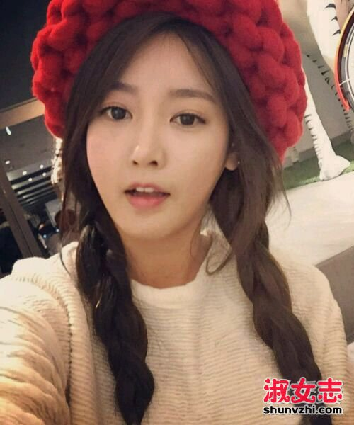 戴帽子好看的发型 看女明星戴帽子的发型设计(3)