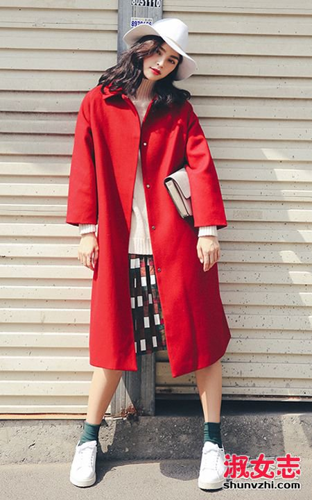 红色呢子大衣配什么裤子 鞋和围巾搭配