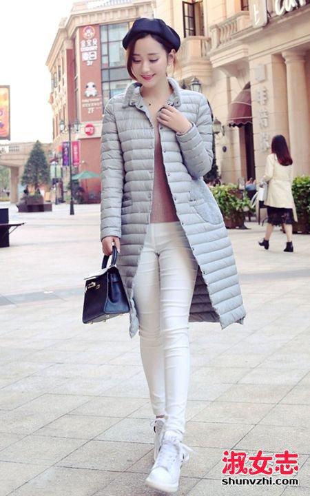 长款羽绒服搭配鞋子 白球鞋最漂亮 长款羽绒服如何搭配
