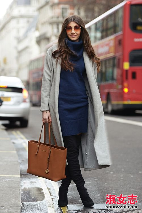 灰色毛呢裙搭配_浅灰色大衣配什么颜色的毛衣 围巾街拍(2)_淑女志