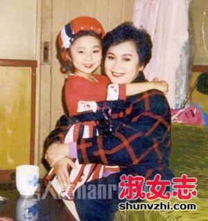 李谷一抱着女儿