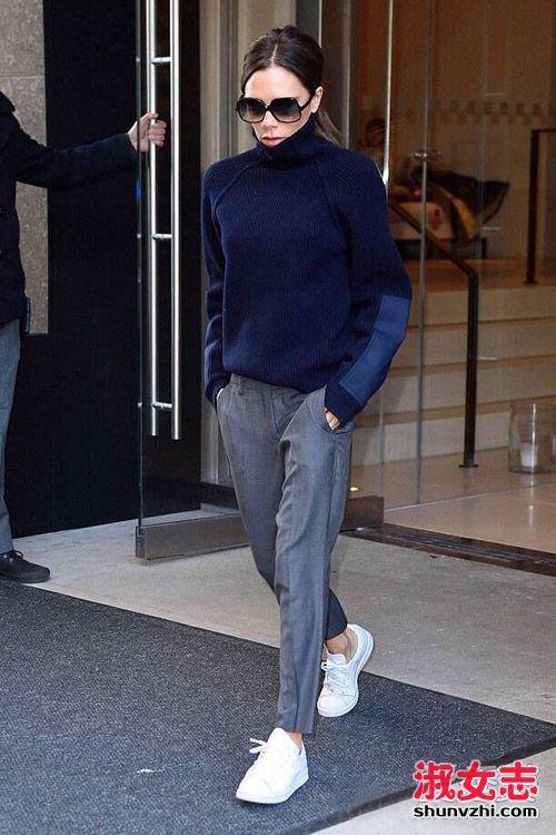 2016欧美街拍小白鞋搭配凹凸造型 2图片