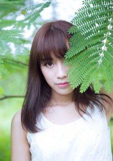清新少女可爱的模样和环境对比写真