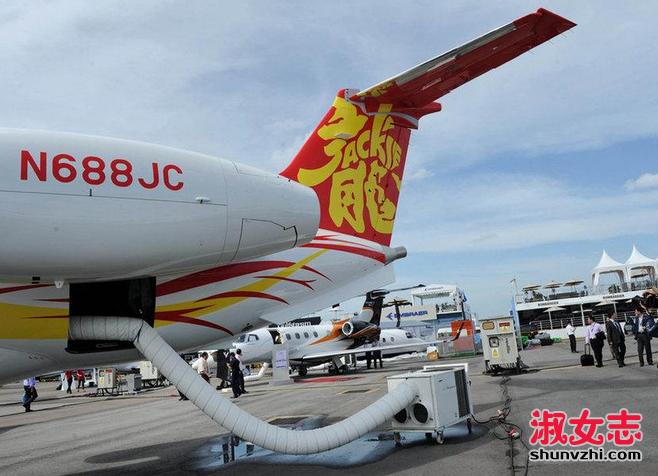 成龙的私人飞机多少钱