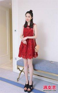 夏季达人女生蕾丝连衣裙打扮异常惊艳