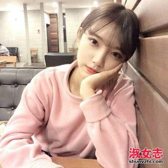 空气八字刘海开始流行 搭长发短发都很美 空气八字刘海图片图片