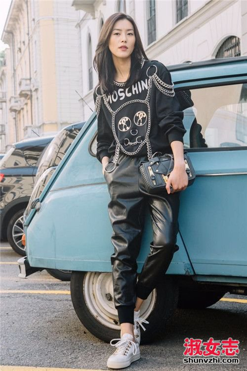 刘雯奚梦瑶  两大超模街拍教你秋季穿搭 刘雯穿衣搭配