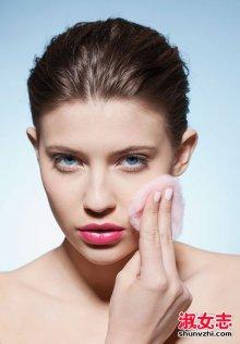 眼部去除脂肪粒怎么去除 合理选择眼霜