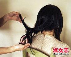 头皮油 发尾干怎么护发 梳头比洗头更重要