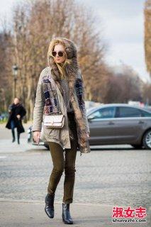 冬季街拍派克大衣搭配 派克大衣搭配什么鞋