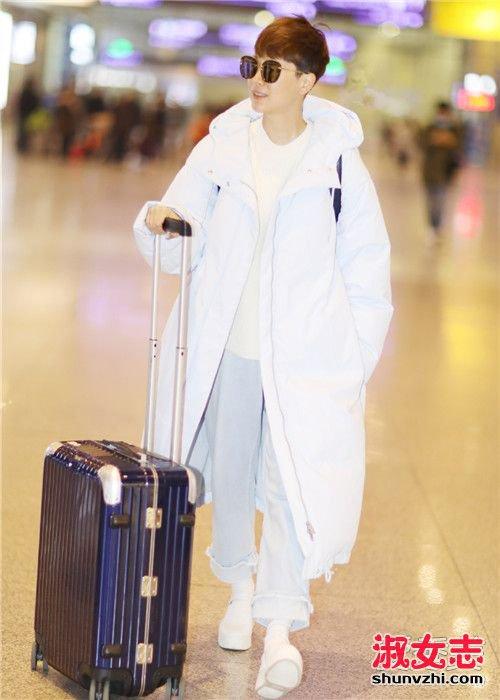 女星一周机场穿搭 大衣羽绒服全上身就是要温暖 明星街拍