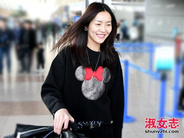 2017刘雯最新街拍 萌萌的米妮搭配图片