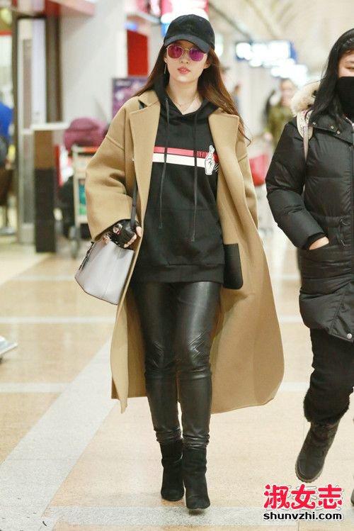 女星最新机场街拍 刘亦菲穿风衣攻气十足 明星机场街拍图片