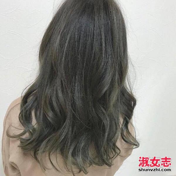 春季新配色 用橄榄雾灰取代你一成不变的发色 头发染什么颜色好看