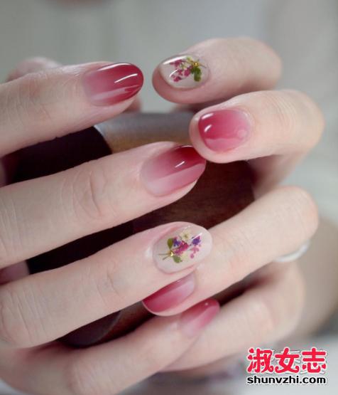 今年春天流行美甲 满满的花朵在你的指尖绽放! 2017流行美甲图片