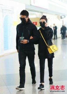 华语明星3月机场街拍 杨幂破洞穿出时尚