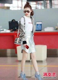 景甜最新机场街拍 景甜机场刺绣单肩同款