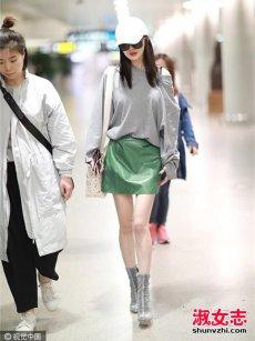 杨幂5月最新街拍 杨幂短裙少女风搭配