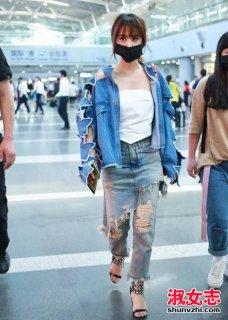 蔡依林最新机场街拍 性感出镜