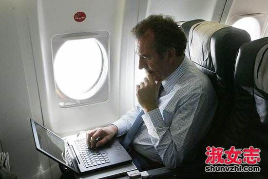 10月起坐飞可以玩手机啦 为什么坐飞机不能玩手机
