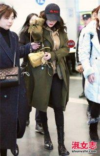 军绿色大衣配什么围巾和鞋子 学潮人搭配