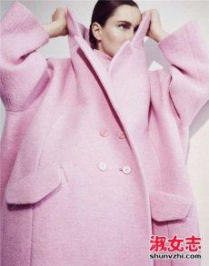 粉色大衣里面怎么搭 里面穿什么打底