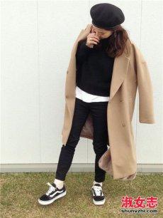 冬季街拍大衣配运动鞋简单又好看的日系穿搭