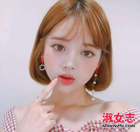 韩国妹子的空气刘海波波头发型已经火了好几年了,同样一款短发,在韩国