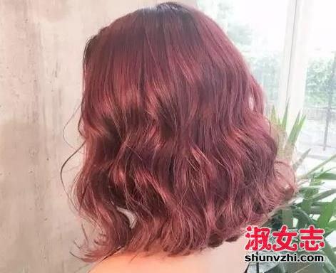 很多妹子分不清水波纹卷发和蛋卷头,其实两种发型并不相同.图片
