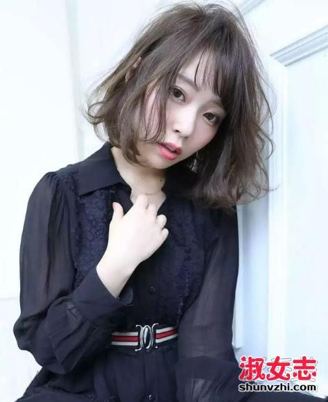 显脸小的发型 脸大的妹子真的不要留厚厚的齐刘海呀,它会把你的脸图片