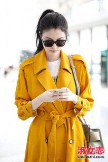 何穗橙色风衣搭配街拍 何穗橙色风衣同款介绍