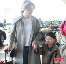 演员邓莎她有小孩了 儿子正面照曝光难道她真的未婚先孕吗