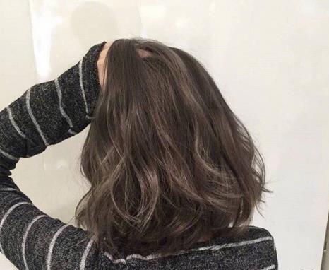 头发厚适合剪哪款短发 头发多脸小发型图片