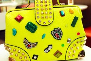 糖果色上衣怎么搭配小清新唯美包包