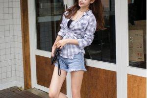 蓝色格子衬衫配什么牛仔短裤和短裙好看