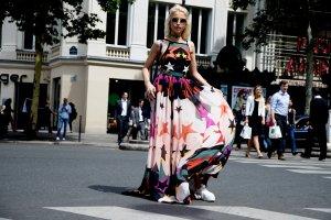 印花裙怎么搭配街拍 欧美风印花裙怎么搭配