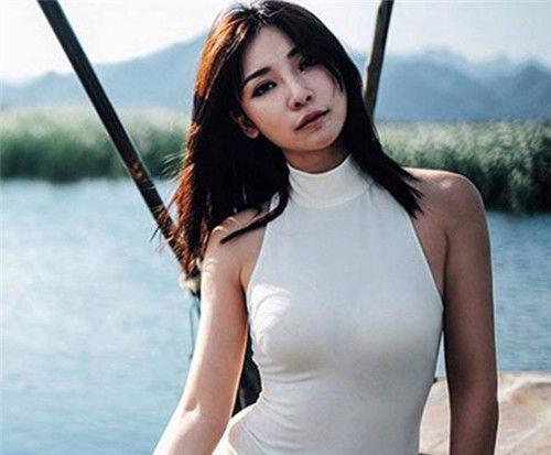 如何穿文胸无吊带:大胸女人该怎样才能穿无肩带文胸