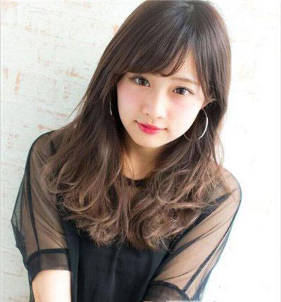 斜刘海直发发型扎法_2019圆脸中长发发型女 让你秒变优雅美女 - 淑女志