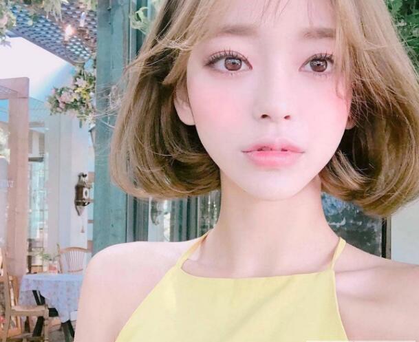2019年女生流行发型范本 可以让脸更显小(2)