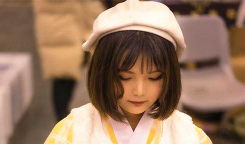 双笙本人的真正照片 非常文静乖巧的小女孩
