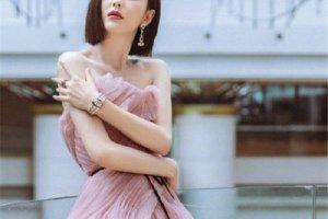 佟丽娅豆沙粉纱裙 十分的优雅甜美
