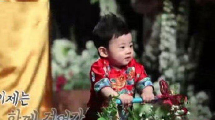 秋瓷炫儿子啪嗒正面照 非常的可爱软萌